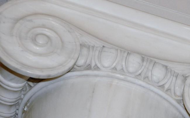 architettura classica capitello in marmo