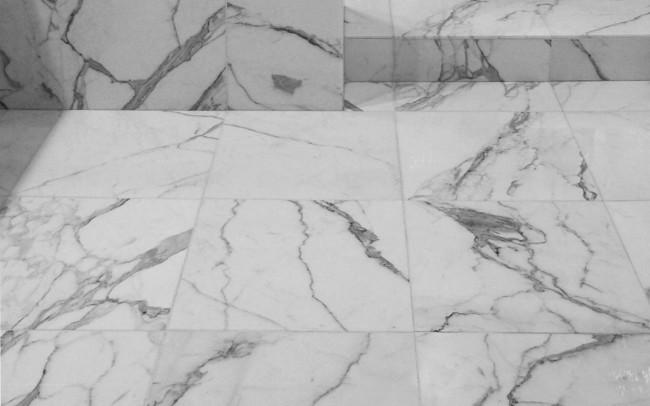 Pavimento in marmo Statuario Venato